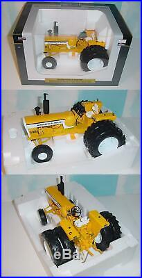 1/16 Minneapolis Moline G-1355LP Tractor WithDuals by SpecCast NIB